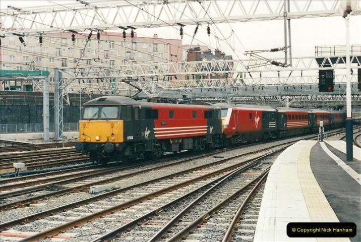 2001-03-27 Euston, London.  (10)620