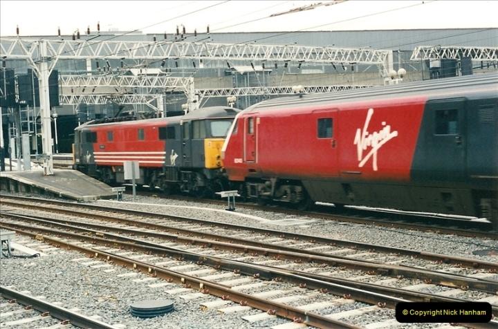 2001-03-27 Euston, London.  (11)621
