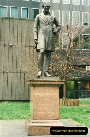 2001-03-27 Euston, London.  (1)611