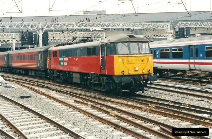 2001-03-27 Euston, London.  (16)626