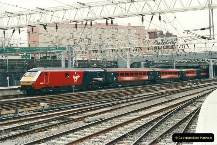 2001-03-27 Euston, London.  (17)627