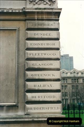 2001-03-27 Euston, London.  (20)630