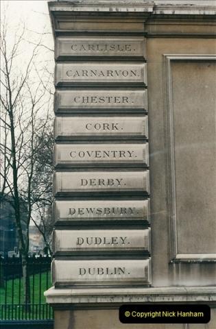 2001-03-27 Euston, London.  (21)631