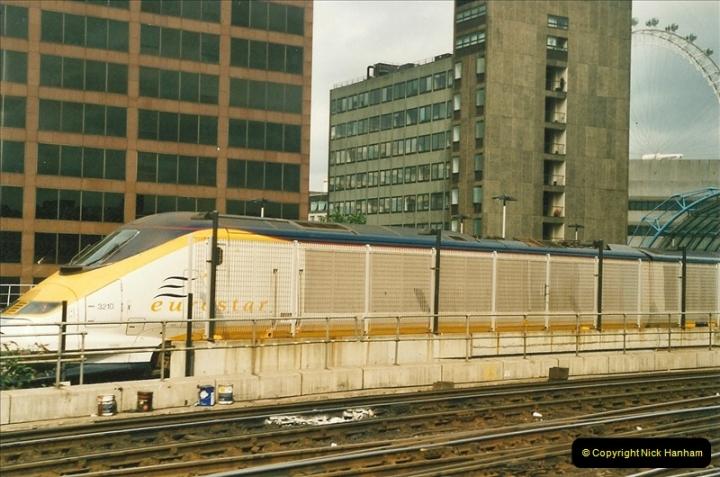 2001-08-07 London Waterloo.  (2)690