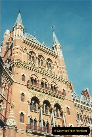 2001-11-03 London St. Pancras.  (2)718