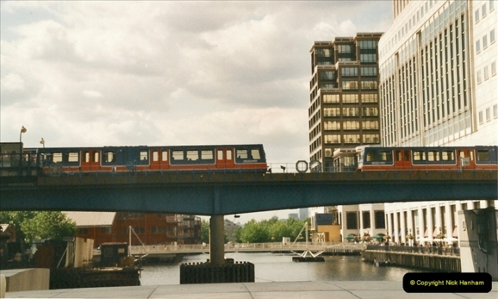 2002-07-19. Canary Wharf.  (5)010
