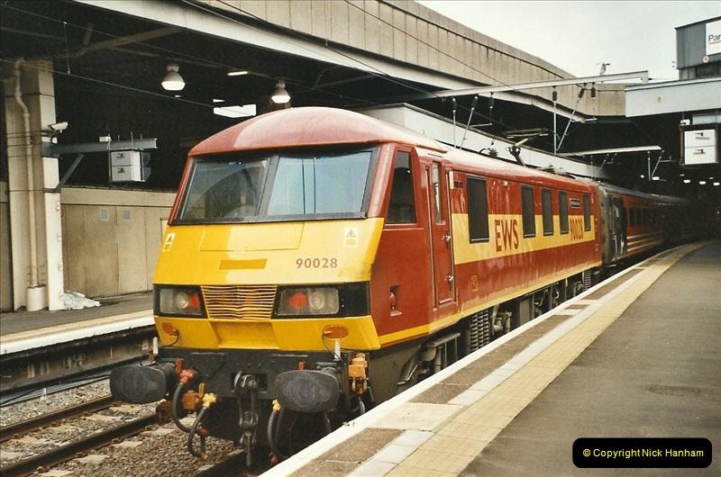 2003-12-05 London Euston.  (8)277