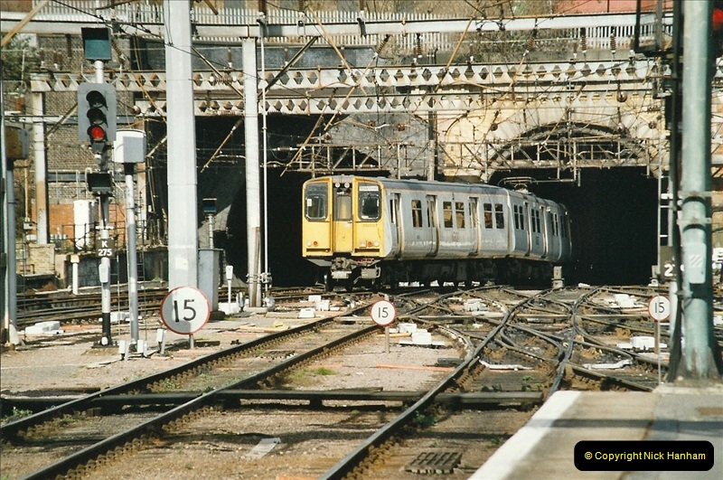 2005-03-10 to 12 London Kinfs Cross.  (11)438