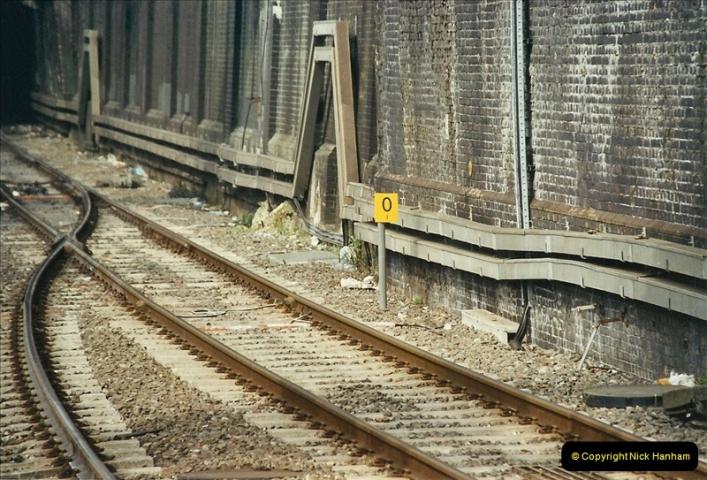 2003-03-28 London Euston.  (1)051
