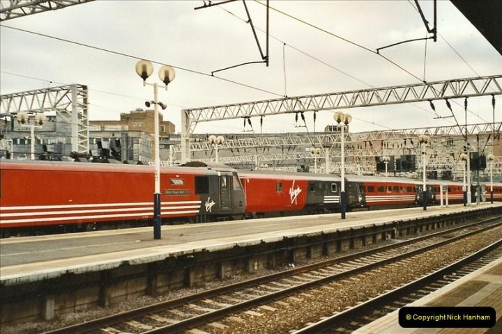 2003-12-05 London Euston.  (11)280