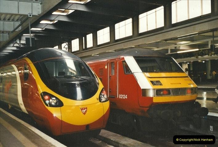 2003-12-05 London Euston.  (1)270