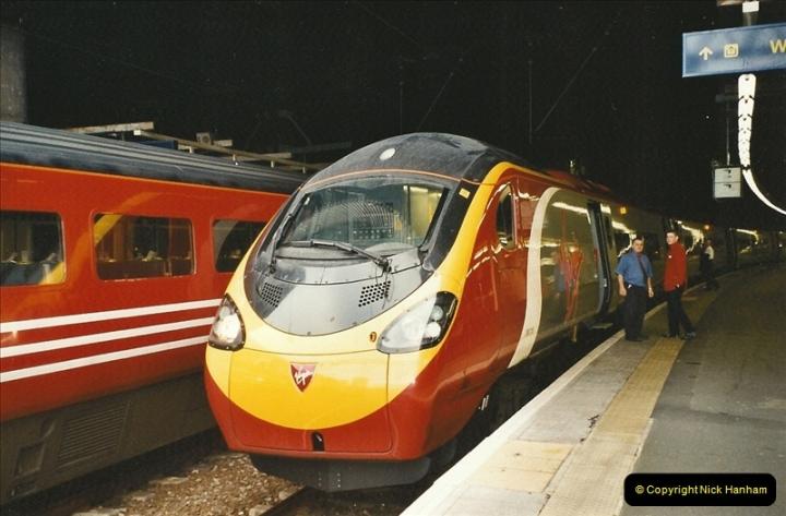 2003-12-05 London Euston.  (3)272