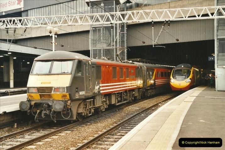 2003-12-05 London Euston.  (5)274