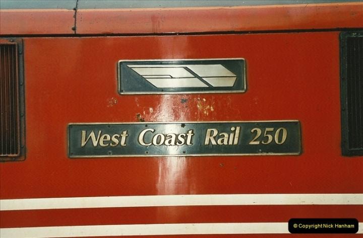 2003-12-05 London Euston.  (6)275