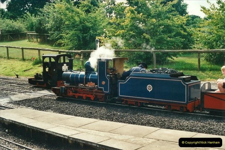 2000-08-22 Moors Valley Railway, Ringwood, Hampshire.  (10)320