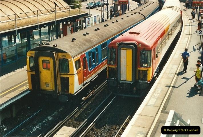 2000-08-30 Poole, Dorset.  (4)333