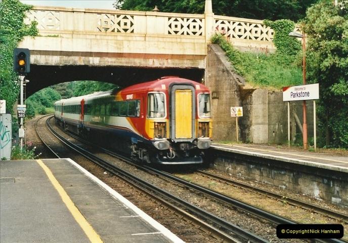 2001-06-04 Parkstone, Poole, Dorset.  (1)371