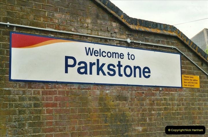 2001-06-04 Parkstone, Poole, Dorset.  (3)373