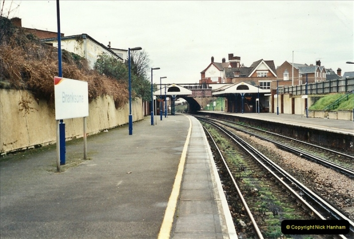 2001-12-18 Branksome, Poole, Dorset.  (7)432