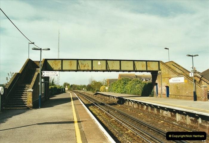 2002-04-22 Parkstone, Poole, Dorset.  (10)445