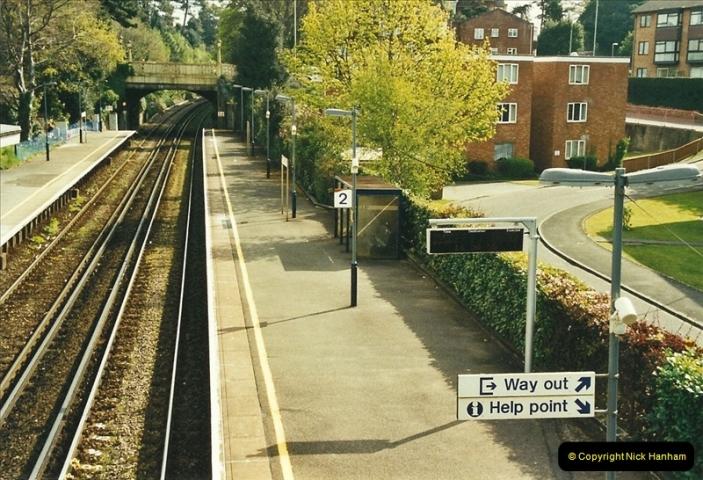 2002-04-22 Parkstone, Poole, Dorset.  (1)436