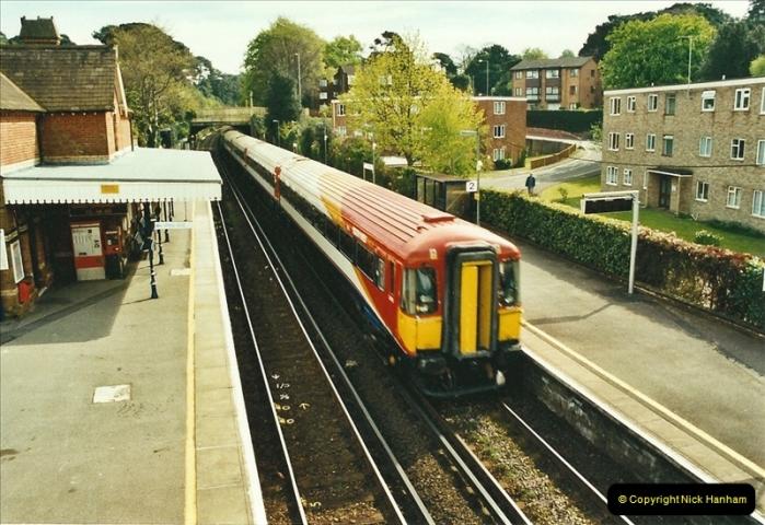 2002-04-22 Parkstone, Poole, Dorset.  (19)454