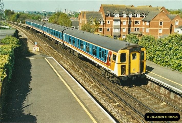 2002-04-22 Parkstone, Poole, Dorset.  (2)437