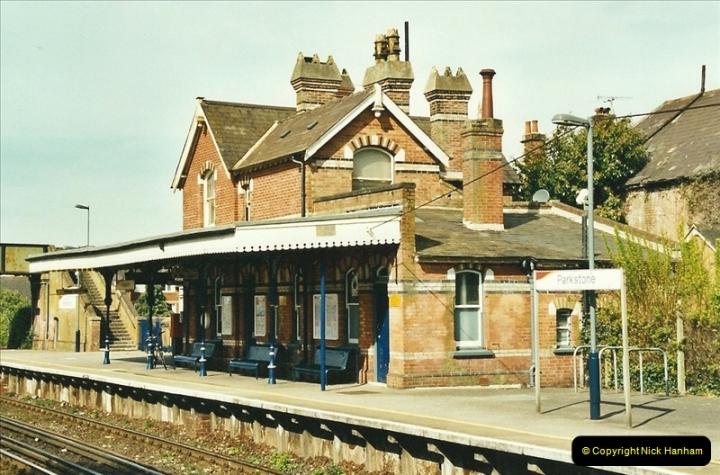 2002-04-22 Parkstone, Poole, Dorset.  (4)439