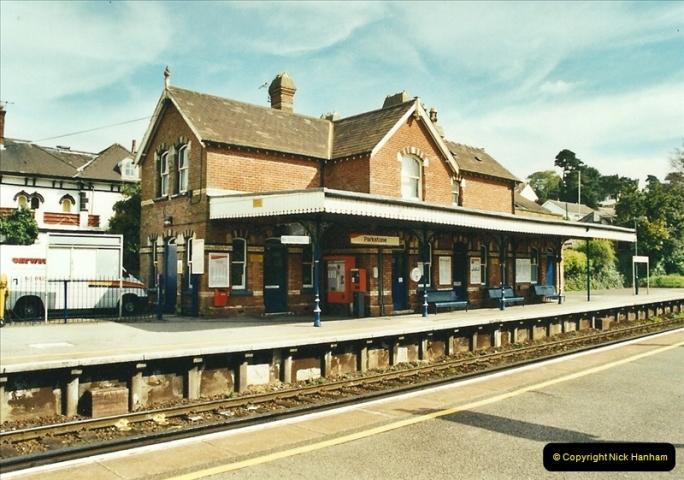 2002-04-22 Parkstone, Poole, Dorset.  (5)440