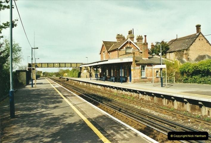 2002-04-22 Parkstone, Poole, Dorset.  (6)441