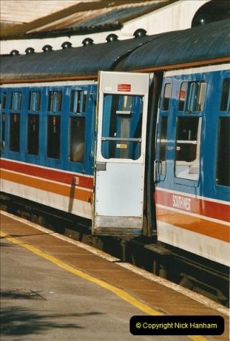 2004-08-14 End of slam door stock in the Poole, Dorset area (13)585