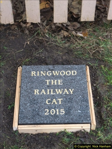2015-11-02 Setting up the memorial to Ringwood on the SR. (7)90