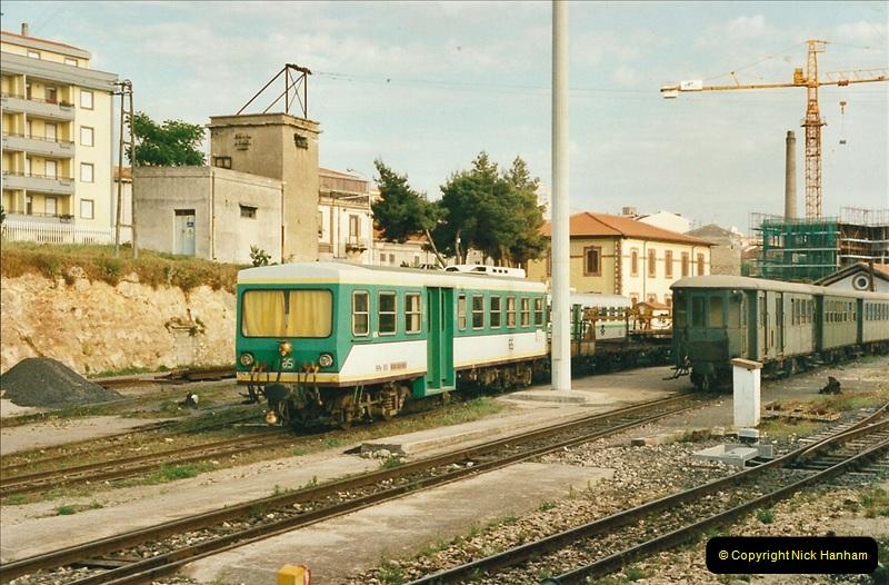 13 May to 20 May 2000  (77)001
