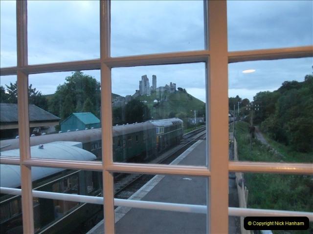 2011-08-27 Late Turn DMU.  (26)513