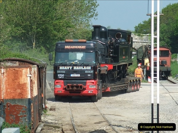 2012-05-23 Driving 6695 & W24 Calbourne on the SR.  (61)407