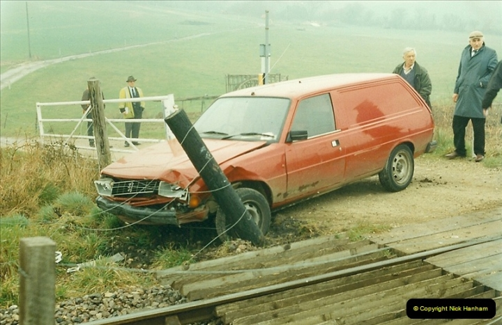 1996-04-14 This van decides to attack 47383 at Quarr Farm crossing!  (1)0291
