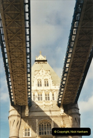 2001-11-03 Tower Bridge, London.  (3)03